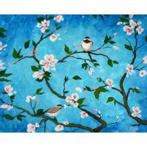 Madarak a virágzó fán